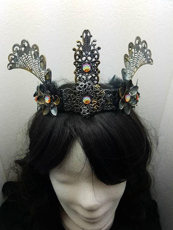 Tudor gothic wings Crown silver gold black / leaf Crown in gold-silver-black with cabochons