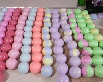 Bath bombs, 3 bath bombs, 3 fruity bath bombs, bath bombs, Lemondade, Raspberry,Bubblegum, Tropical, Fruity