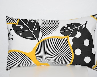 Cushion cover - 50 x 30 cm - Double sided - fabric flowers and leaves / triangle - mustard, black and white