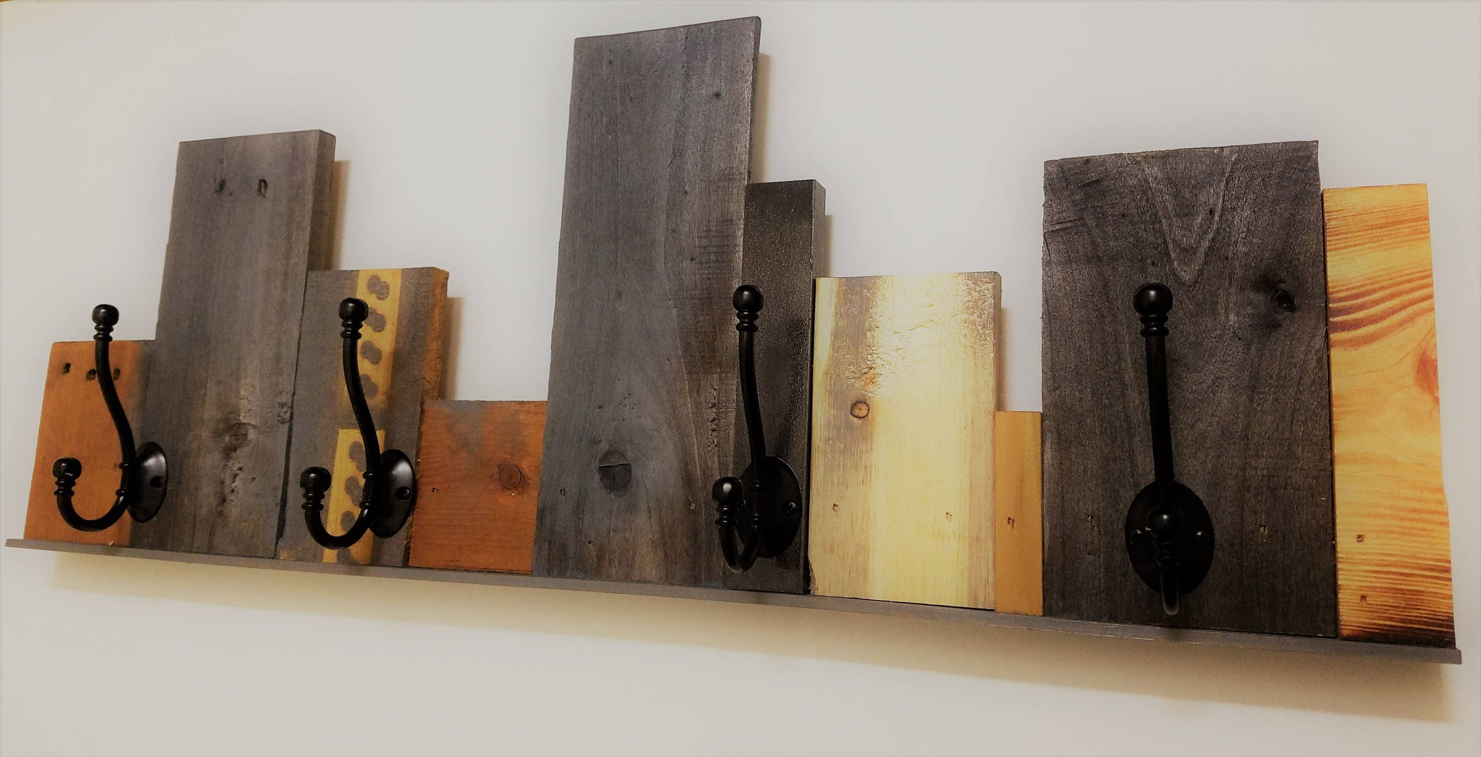 Reclaimed recycled pallet wall coat rack upcycled wood for Artistic coat hooks