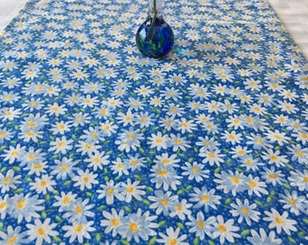 """Field of Daisies Table Runner, 14""""x72""""."""