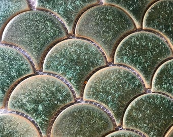 Scallop green metallic wall tile