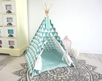 Pet teepee including pillow. Dog house. Cat bed. Tent. Tipi. Ready to ship.