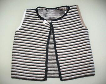 Vest hand knitting three colors
