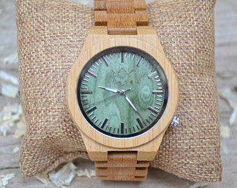 Wooden Watch by S O N D E R - Emerald and SandalWood Mens Watch, Wood Watches for Men, Montre Bois.