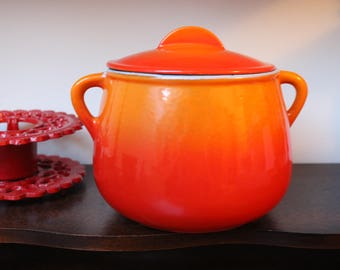 The Crucible bean pot fondue set