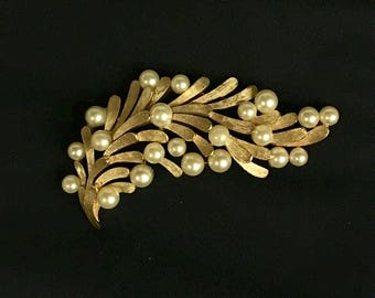 Vintage Gold Tone Leaf and Pearls Pin