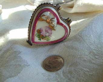 Lovely 3 dimensional heart trinket box with gift trinket