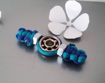 HAND SPINNER FIDJET in Paracord with bolts in the blue tones