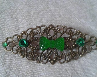 Green bow and brooch bronze engraving