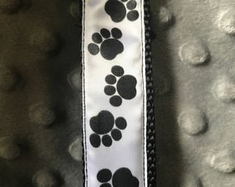 Black paw print dog leash