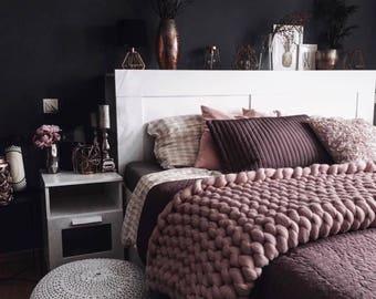 Chunky wool Bedrunner - size S - globiger bed runner - color picker