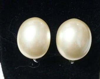 Vintage MARVELLA Pearl Button Clip On Earrings
