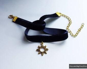 Navy blue velvet choker, dark blue choker, golden pendant choker, sun choker, goth choker, navy blue necklace, dark blue choker
