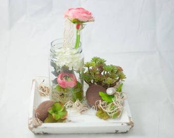 Wooden plate with ranunculus