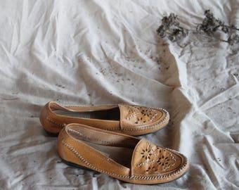 Vintage Sand Cutout Mocassins