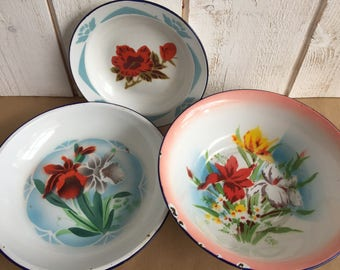 Set of 3 dishes in enamel, country chic, floral pattern