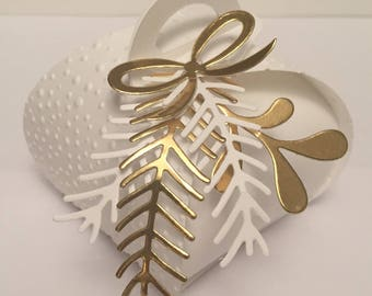 White and gold gift box for customizable parties