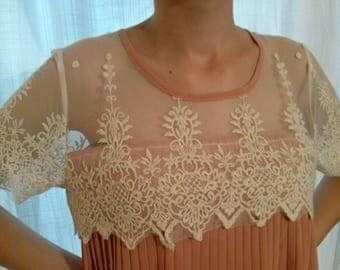 Pleated bust and lace sleeves