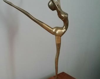 Very elegant figurine depicting a dancer of classic brass or bronze Doré-1950.