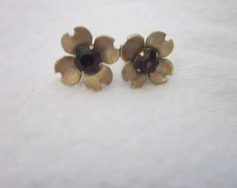 Vintage Designer Avon Gold Tone & Black Glass Flower Pierced Earrings