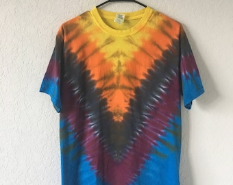 V-line Tie Dye T-Shirt, size MEDIUM