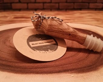 Oak wine stopper with natural finish