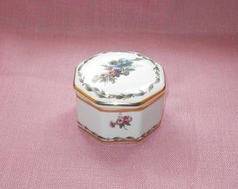 China lidded box/case, machting floral design/trinket box/porcelain/China/Shabby Chic/British