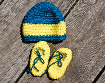 Sparkly baby cap and booties