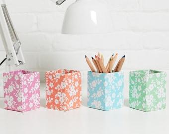 100% recycled daisy print pen pot