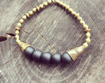 Pearl bracelet in the Oriental style in gold and black