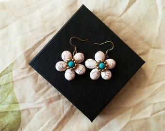 A flower earring stone- pretty earrings- real stone earrings-boho earrings-vintage earring- flower earrings-dangle earrings-Drop earrings