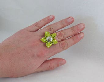 Green cloth with white dots adjustable flower ring