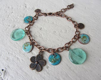 chain bracelet copper chain and sequins and green handmade glass of water