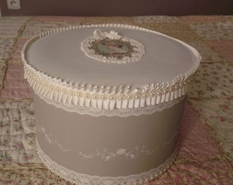 Large round box revisited in a taupe shabby style, gray veil lace