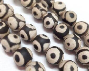6 Tibetan Dzi natural Agate black and white 10 mm