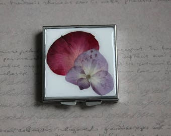 Pill box or small square box covered with resin and dried hydrangea flower and Rose Petal