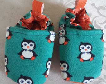 Shoes 3/6 months size 18 with a little penguins printed jersey