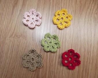 Set of 5 flowers crochet for scrapbooking.