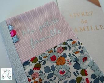 """Protège Livret de famille """"Ma petite famille"""", duo Liberty Betsy porcelaine, tissu rose petits pois et fanions"""