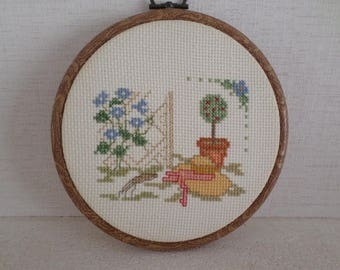 framed in round 2 cross stitch Embroidery