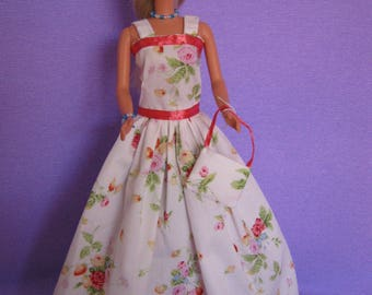 Beautiful long dress has small flowers (B205)