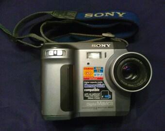 Vintage Sony Mavica MVC-FD90 1.6MP Digital Camera