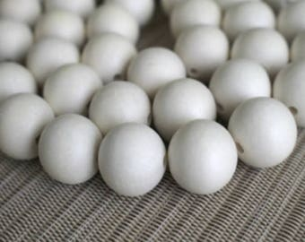 Pepperell Round Wood Beads 20mm White