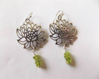 Flower of lotus and peridot earrings