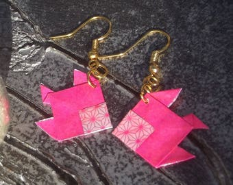 Earrings Golden hooks and fish origami made with pink paper on one side and geometric patterns on the other.