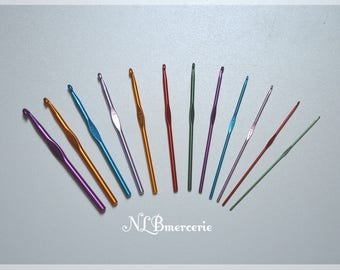 Set of 12 aluminium crochet needles