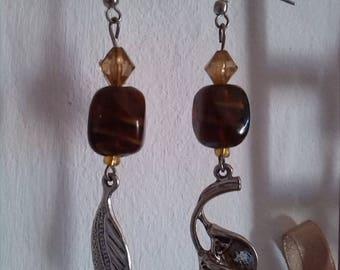Earrings in amber glass and leaf charms
