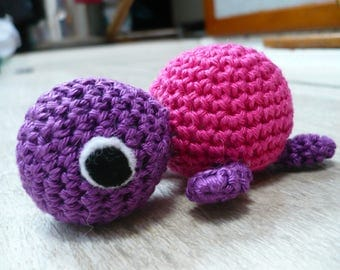 Turtle crochet, pink and purple, 8 centimeters long