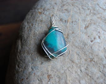 Pendant d a turquoise triangular and set in fine sterling silver d wire